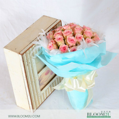 Lucien Lelong Pink Rose Bouquet